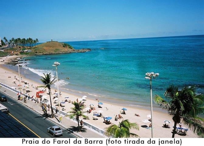 Praia do Farol da Barra (foto tirada da janela)