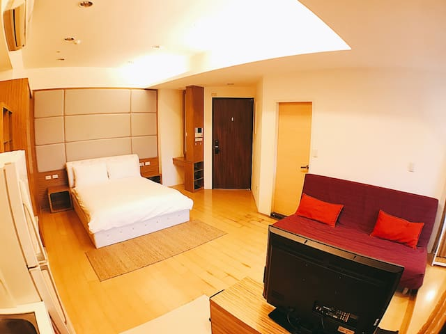 (C-13)Swimming pool luxury apt. Taipei 101 MRT - Taipei