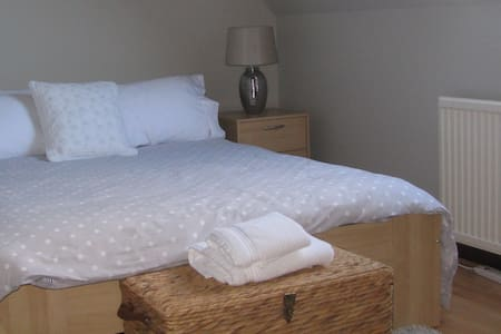Lovely Fresh Double Room - larkhall - Casa