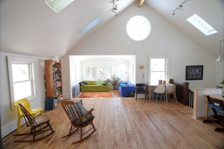 Amazing sunny Seward apartment - Minneapolis - House