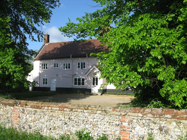Peaceful Grade II Listed Farmhouse. - Suffolk
