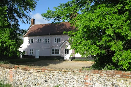 Peaceful Grade II Listed Farmhouse. - Suffolk - Pousada