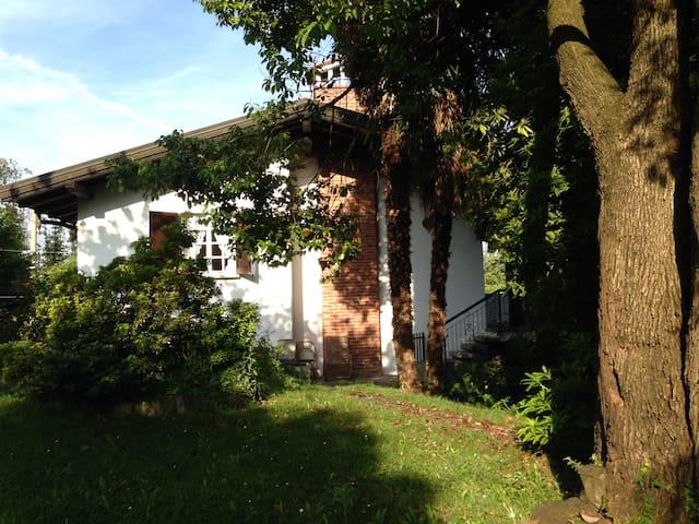 Villa Elda, on Lake Maggiore, Arona - アロナ - 別荘