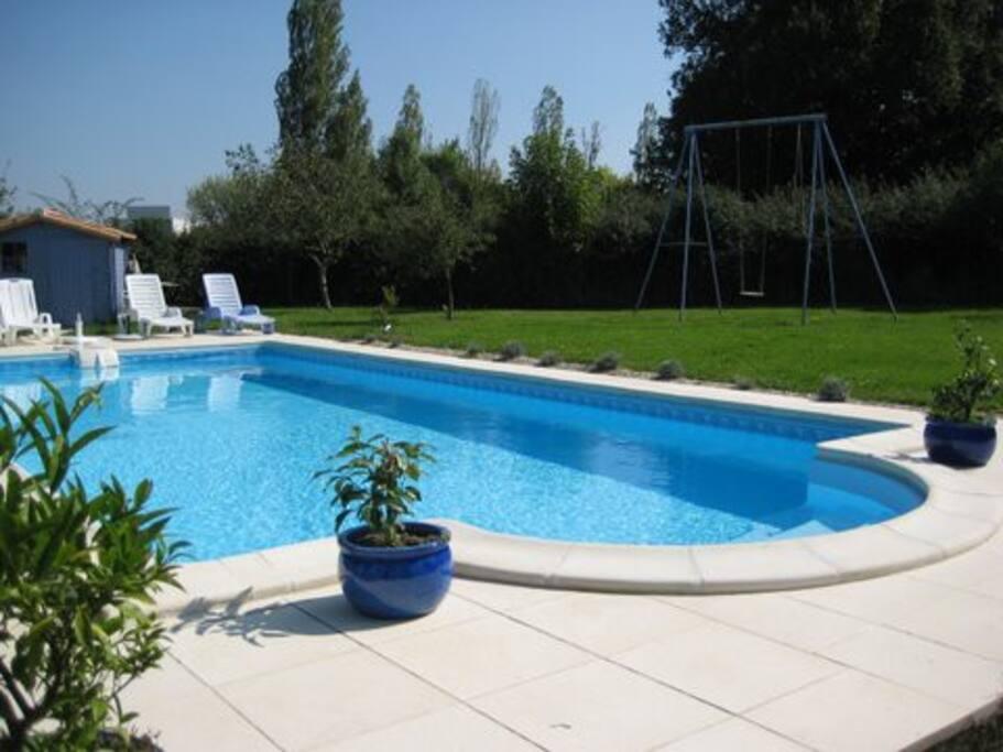 maisonnette de charme avec piscine guest houses louer rochefort poitou charentes france. Black Bedroom Furniture Sets. Home Design Ideas