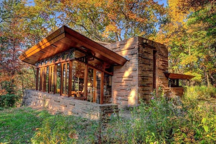 Frank_Lloyd_Wright_Seth_Peterson_Cottage - Baraboo