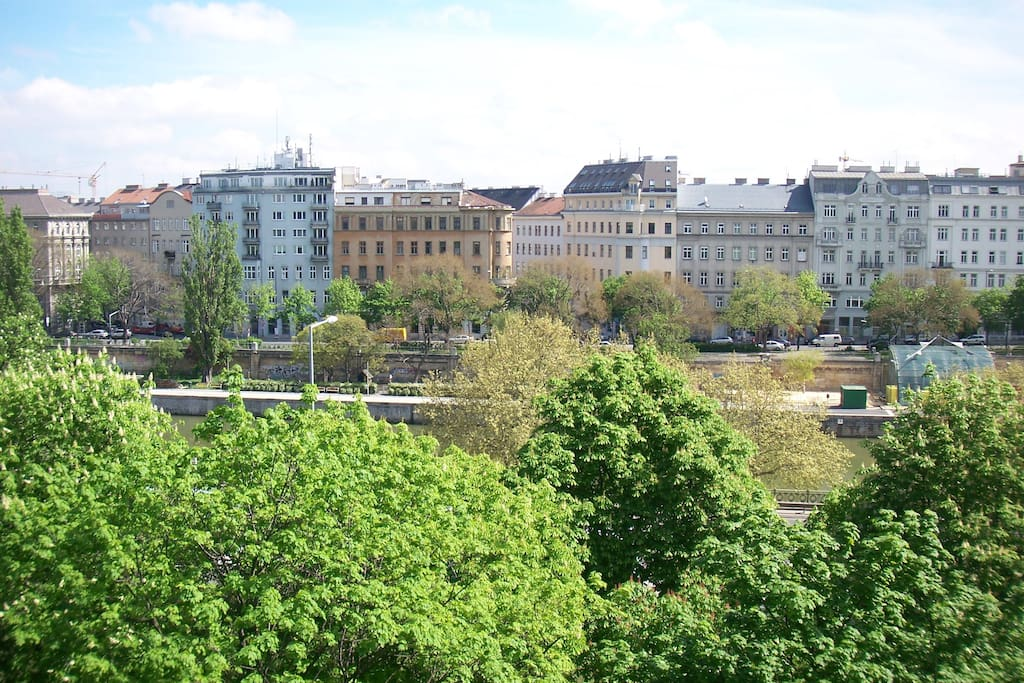 City Apartment III - Palais Brambilla view and blooming chestnut trees