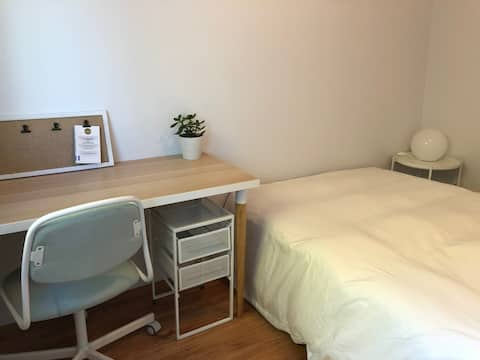 Bright Bedroom with Private Parking - North Shore