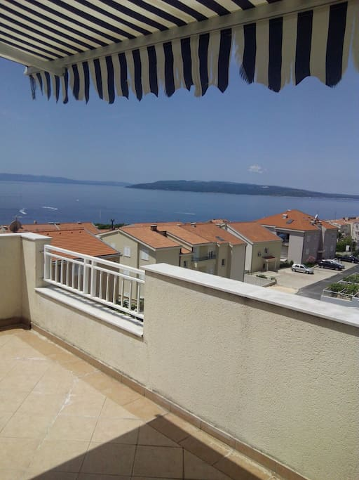 Two-storey three-bedroom apartment on a hill above the town in a quiet area. Sea Island Brac