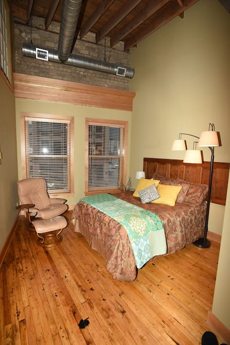Comfortable queen bed with linens, pillows and comforter.