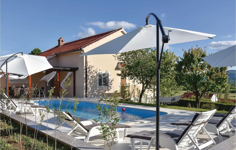 Holiday cottage with 3 bedrooms on 120m² in Bajagic