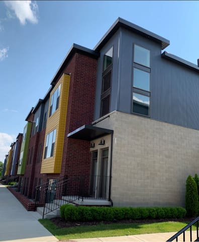Luxury Modern Condo - Downtown Royal Oak MI