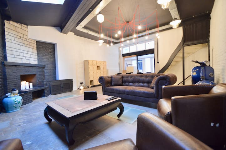 140m² loft, 2 rooms with courtyard. Free WIFI!!!