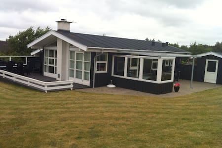 Sommerhus med smuk udsigt  - Logstor - Cabanya