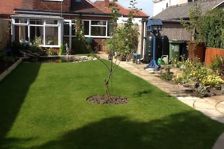 Spacious ground floor double room - Leeds - Hus