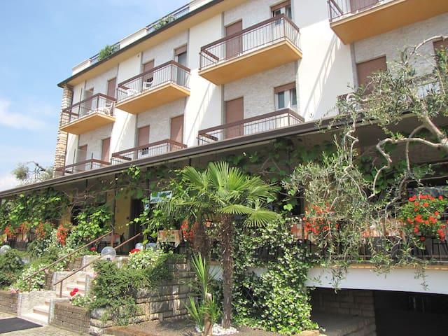 B&B Family House Rosmari with pool - Brenzone - Wikt i opierunek