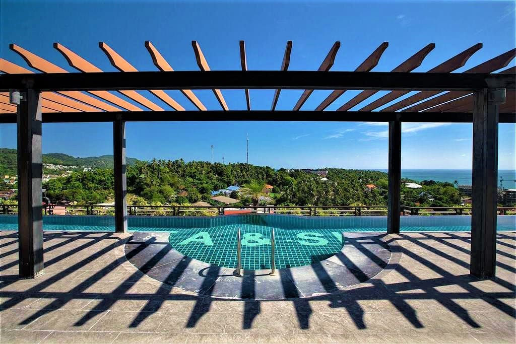 Outstanding infinity swimming pool on roof top