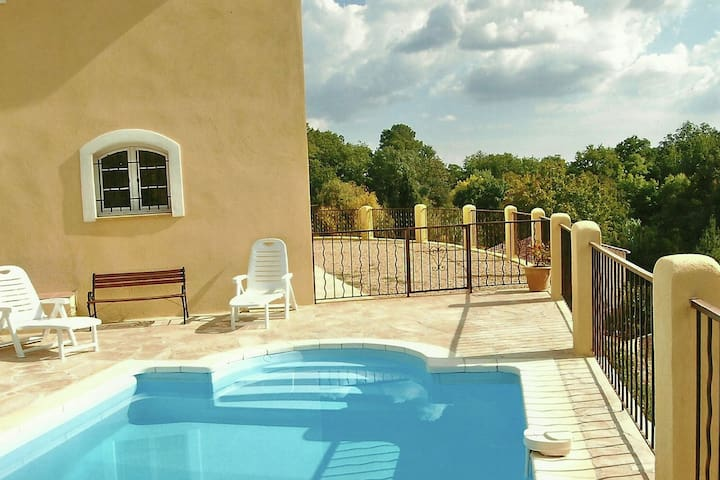 """Located in a quiet villa with private pool, close to """"a small river and Cotignac"""
