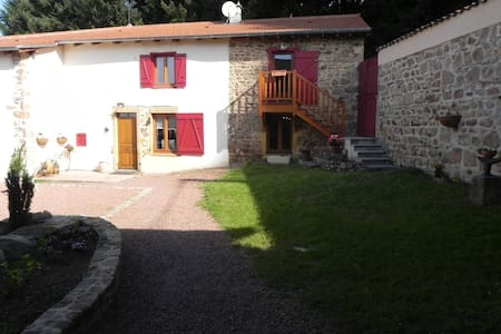 Ferme Entremains chambre le Rouet - Thizy-les-Bourgs - Bed & Breakfast