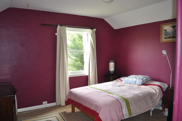 Larger pare bedroom