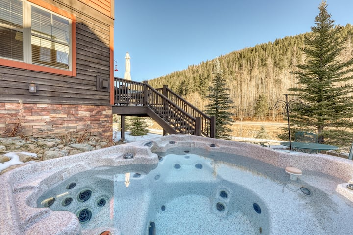 Modern luxury in a lovely mountain home! Private hot tub and mountain views!