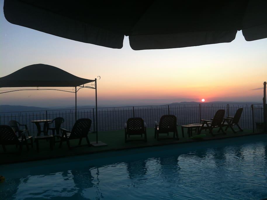 Il tramonto dalla piscina