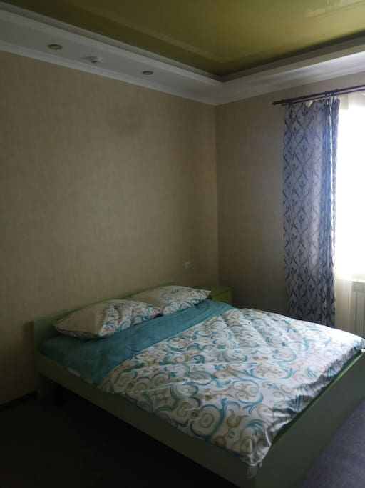 "Excellent room with double bed, toilet and bath. With a closing room. In the territory there is a secure parking, the possibility of transfer to the city center and to the stadium. Convenient transport interchange. Breakfast is included in the price. Up to the stadium ""Nizhny Novgorod"" 4 kilometers."