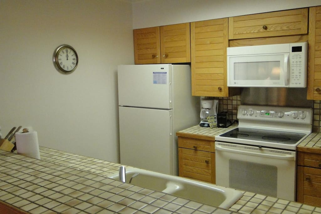 Kitchen - This kitchen has everything you need to prepare full meals during your stay. Fully stocked with pots and pans, and small appliances.