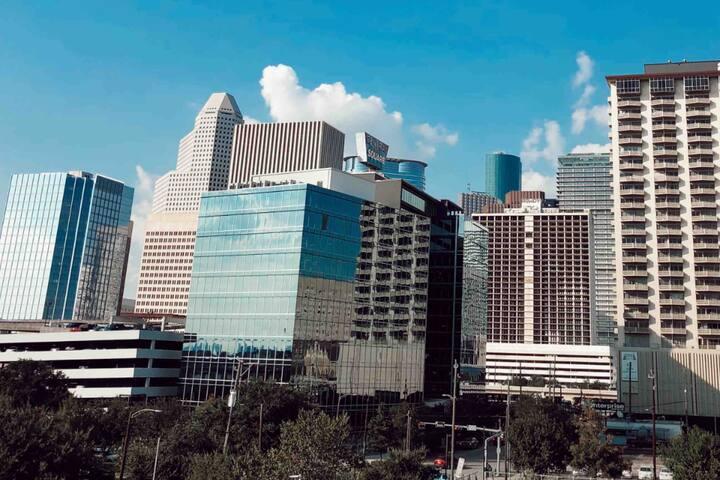 Diplomat London in Midtown Houston