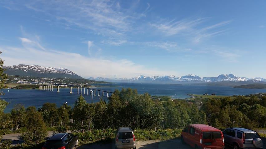 Spacious house - panorama view! - Tromsø - บ้าน