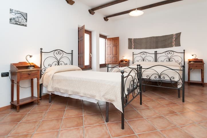 "Camera  Piscinas"" B&B Sa Muredda - Villanovaforru - Bed & Breakfast"