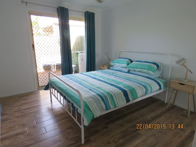 2 bedroom unit 400metres to the marina