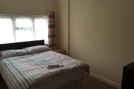 Ensuite Room Own Shower & WC - Borehamwood