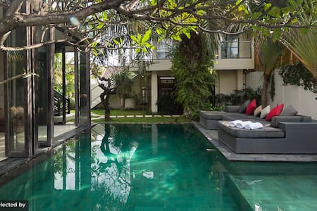 Luxury villa Oberoi center Seminyak