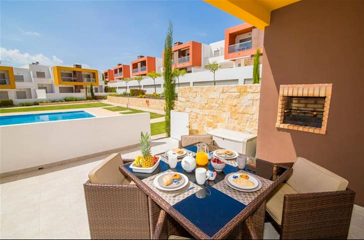 Brand New 2 Bed apt with pool & AC - Albufeira - Apartamento