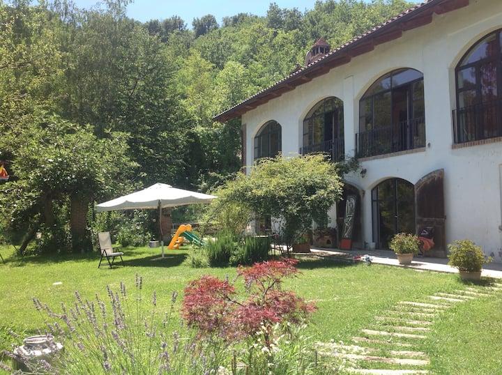 Casa di campagna ad Albugnano, Asti