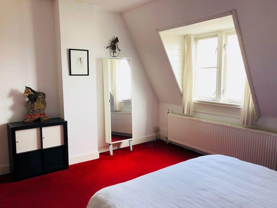 bedroom (2nd floor)