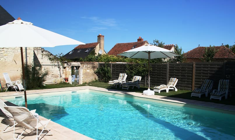 Retreat-Loire Valley B&B2 & pool - Courléon - Inap sarapan