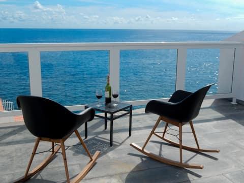 Strandhaus mit herrlicher Terrasse am Meer