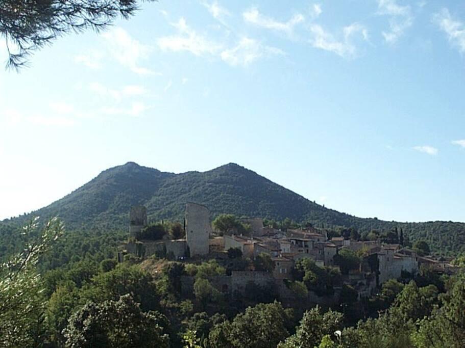 Le village de Pontevès et le Bessillon altitude 700 mètres