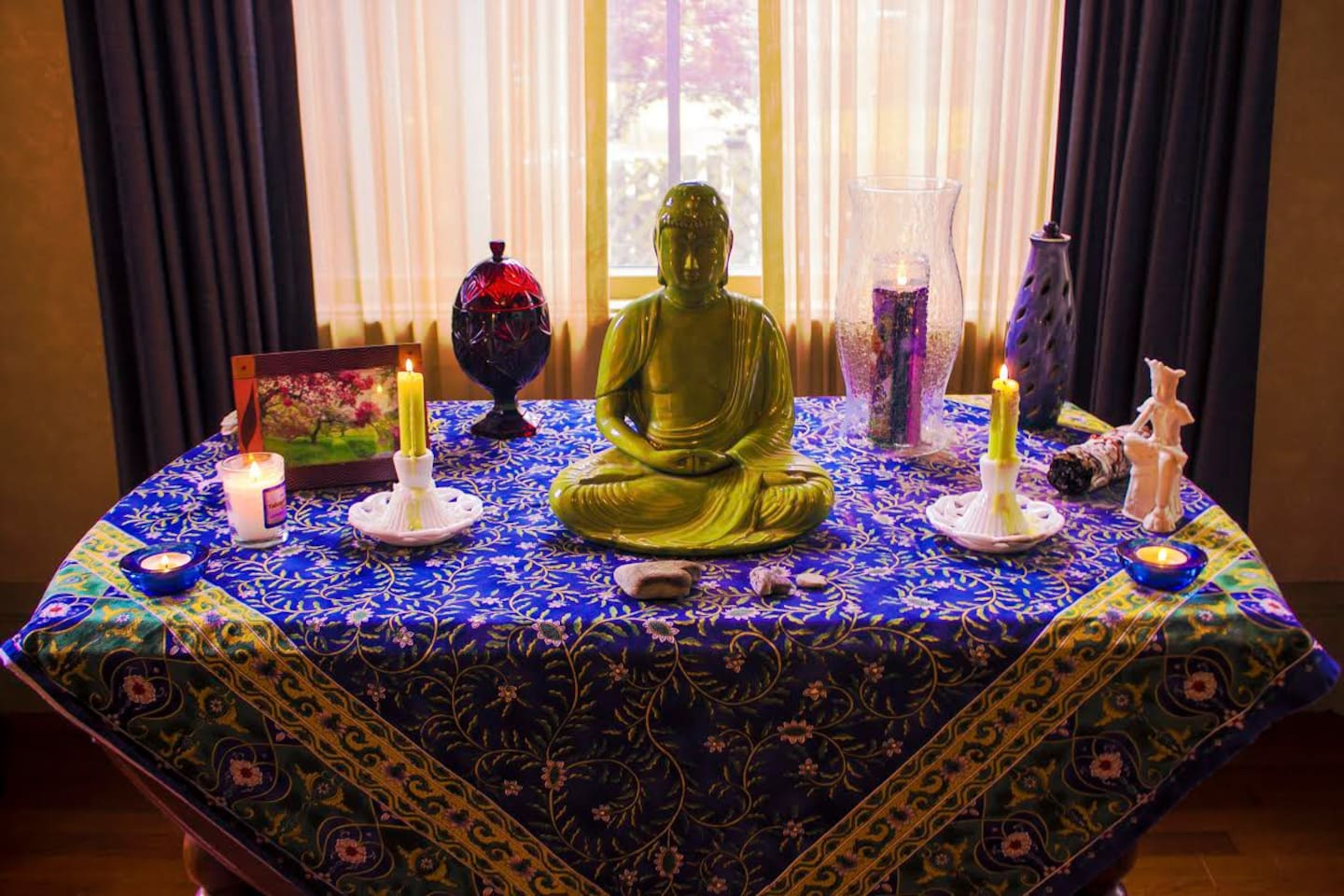 Om... Loft is lovely Meditation spot. Welcome  to use living room downstairs and sit by the altar