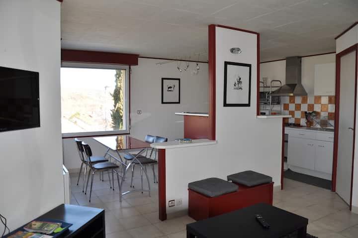 Appartement tout confort avec petite terrasse