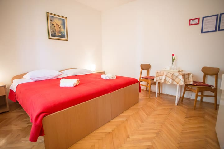 Nice room with private bathroom - Poreč - Rumah