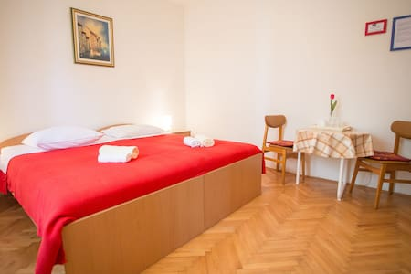 Nice room with private bathroom - Dům