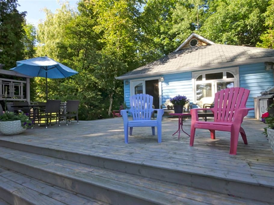 Cozy beachfront cottage cottages for rent in tiny for Cozy canadian cottage