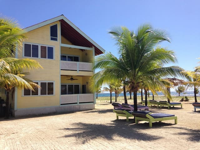 Las Palmas Beachfront Villas,Roatan - Coxen Hole - Talo