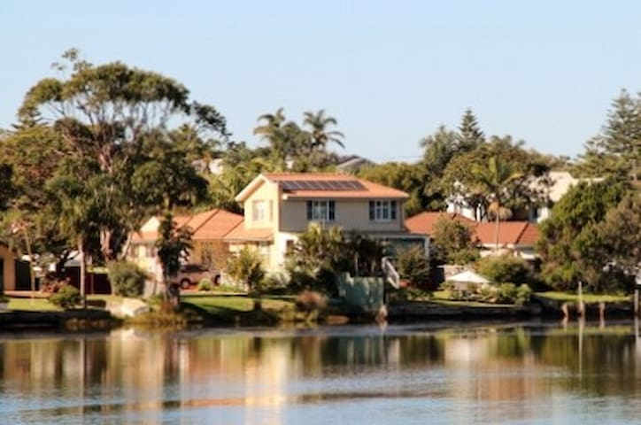 ABSOLUTE WATERFRONT 3BR WITH SPA - Narrabeen - Casa