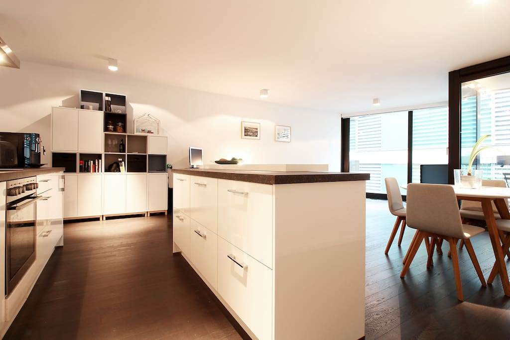 The fully equipped kitchen offers a modern coffee machine and everything needed for yummy cooking