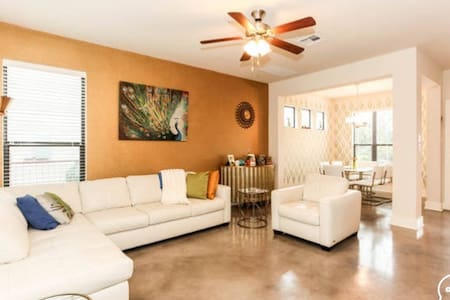 Private Room+Bathroom 2 miles to DT - Austin - House