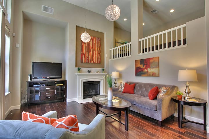 Luxury 3 bd Business/Vacation in Rivermark
