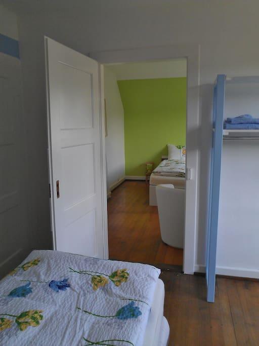 Blaues und grünes Zimmer mit Verbindungstüre, 3-5 Betten